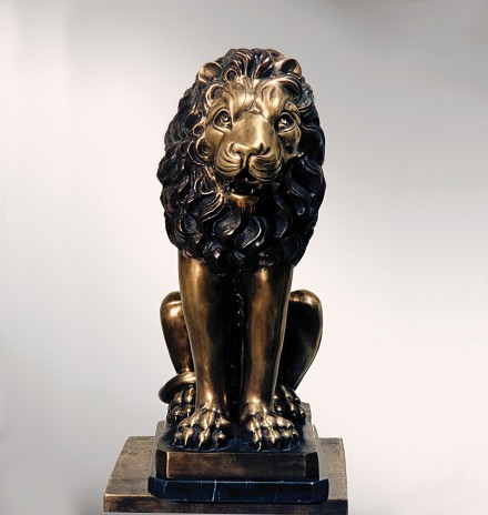 Sitted lion