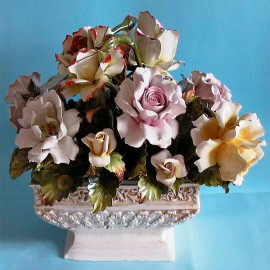 Rectangular cup with roses