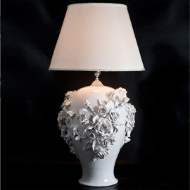 Lamp with white roses