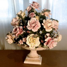 Oval Cup With Roses