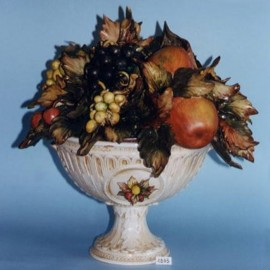 Rounded cup with fruits