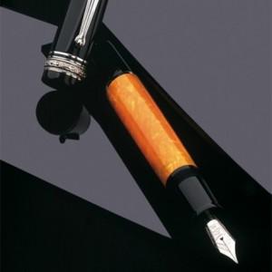 钢笔和阿玛尔菲纸